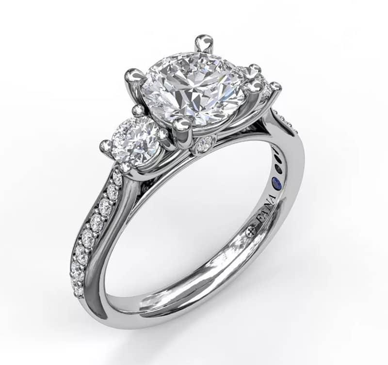 Fana 3 stone ring